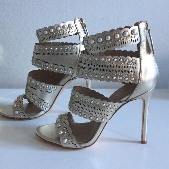 Pour La Victoire Ellura Leather Sandal